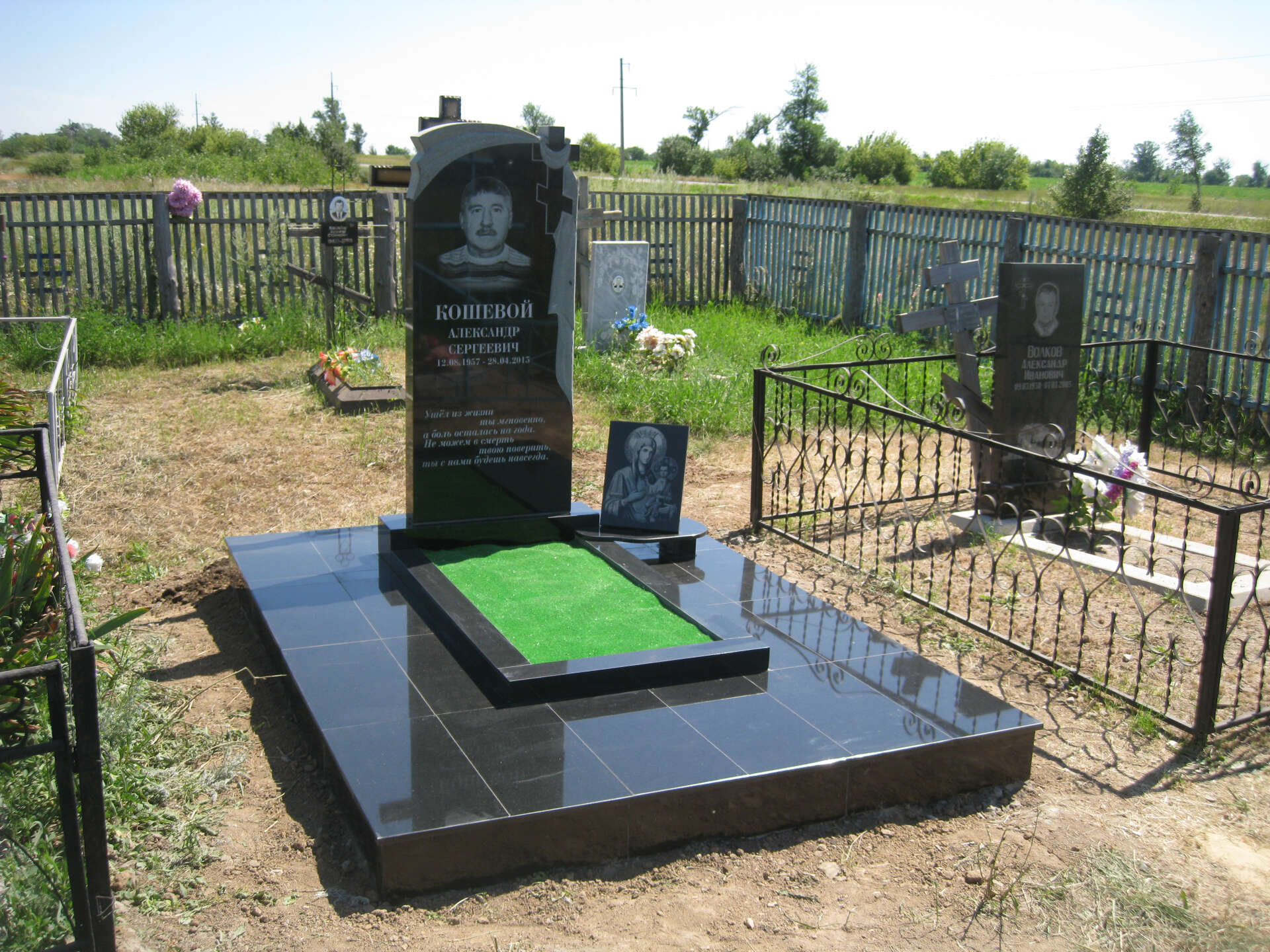 Как лучше обустроить могилу на кладбище? 5 способов