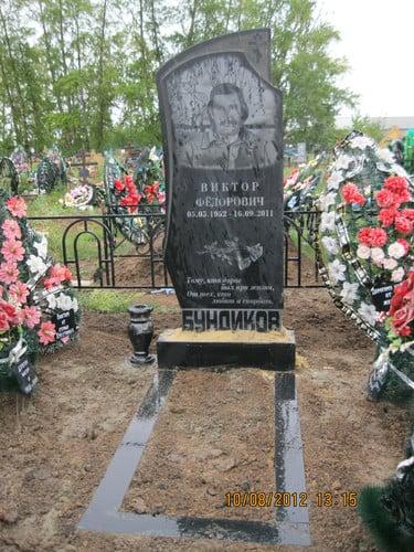 Памятник на могилу Лесогорск Лампадка из лезниковского гранита резная Дзержинск