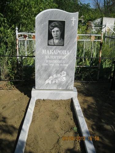 Памятник на могилку Ахтубинск Ваза. Лезниковский гранит Суоярви